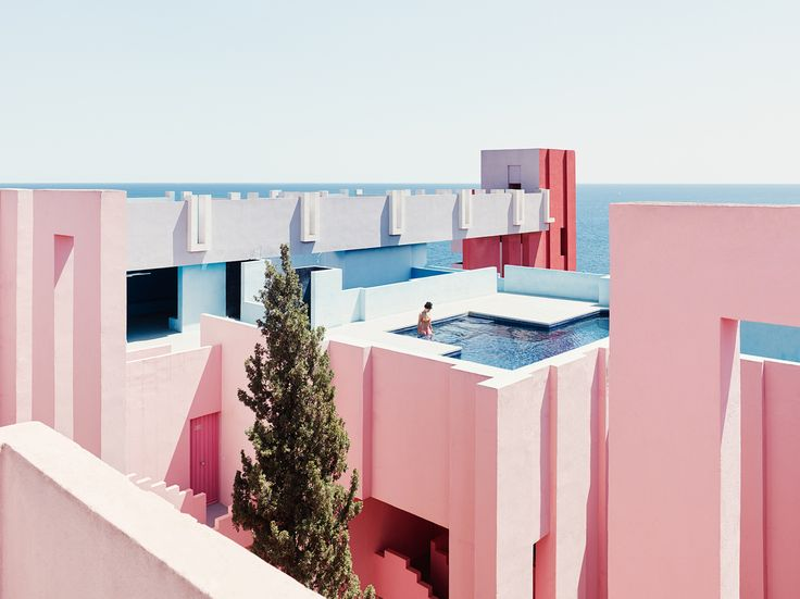 Image 9 of 19 from gallery of 13 Reasons Why We Love Millennial Pink. Ricardo Bofill © Gregori Civera