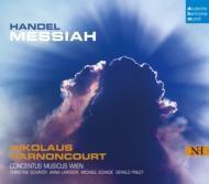 Georg Friedrich Händel   Nikolaus Harnoncourt   半世紀以上をともにしたウィーン・コンツェントゥス・ムジクスとの音楽活動の精華を刻印。2002年のRCAへの移籍以来、半世紀の歩みをともに行ってきたオリジナル楽器アンサンブル、ウィーン・コンツェントゥス・ムジクスとは、『モーツァルト:初期交響曲集』や『ハイドン:パリ交響曲集』などの新しいレパートリーだけでなく、モーツァルトの『レクイエム』やハイドン『天地創造』という、アーノンクールとしては珍しい再録音となるアルバムも発表し、その音楽がますます充実、さらに進化=深化を遂げている事実をはっきりと印象付けてきました。    アーノンクールによる『メサイア』再録音  バッハと並び、バロック音楽のレパートリーではアーノンクールにとって最重要な作曲家、ヘンデル。それゆえに主要な管弦楽曲・協奏曲だけでなく、オラトリオや歌劇の上演・録音も数多く手がけてきています。
