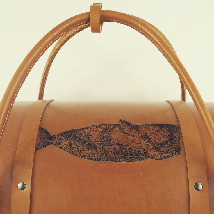 Le Pause Weekend Tatouage L'ARTISAN TATOUEUR BIARRITZ  Sac en Bois et cuir Création Damien Béal Leather wood /wood bag   www.damienbeal.fr