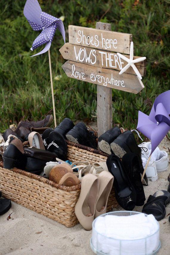 beach wedding directional sign, / http://www.deerpearlflowers.com/fun-and-easy-beach-wedding-ideas/