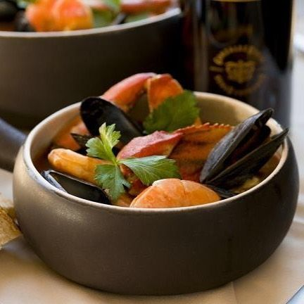 "POUR Fino PAIR California Coastal Seafood Stew - by the Velasco sisters of food blog Sweet and Sabroso.  @sweetandsabroso  received a bottle of Tio Pepe En Rama for their pairing in the #sherryweekblog contest the girls best describe their pairing on the blog ""its a dish that embodies the essence of California cuisine and together with the refreshing and complex Tio Pepe Fino En Rama 2017 (González Byass) they form a perfect pairing of food with wine both literally in their classic…"