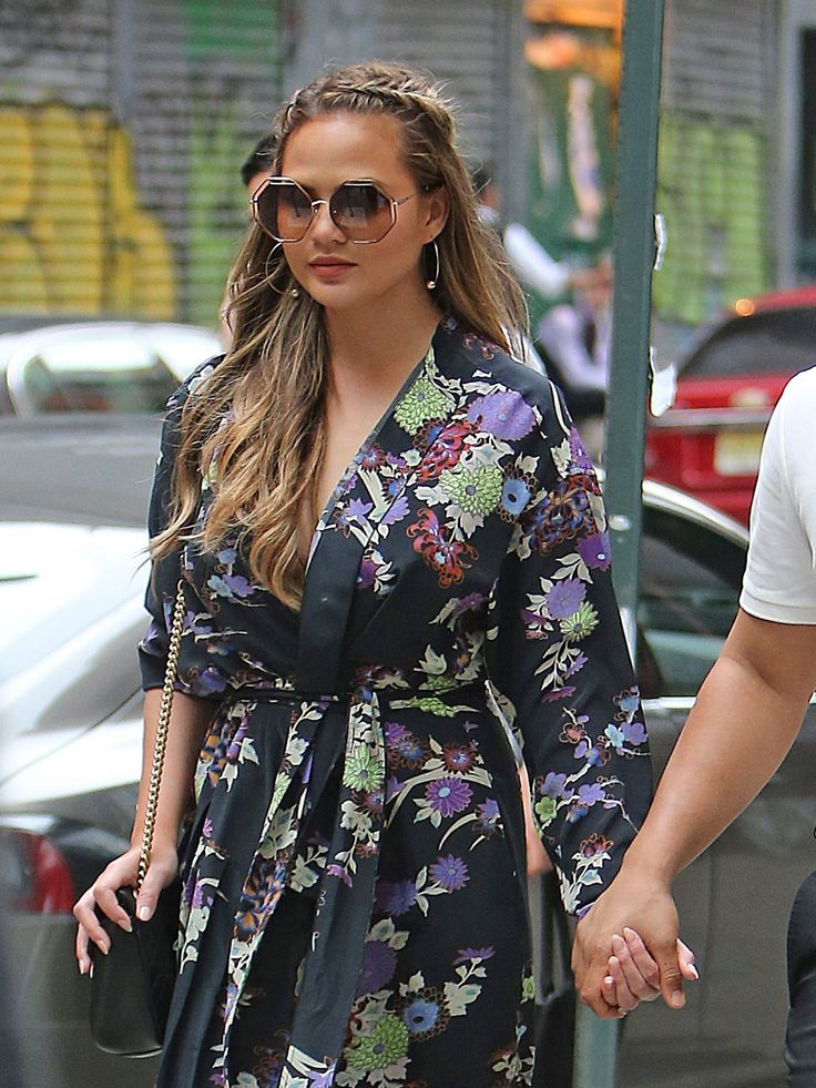 Jessica Alba Steps Out in New York City With a Pregnancy Glow and Sun-Kissed Waves