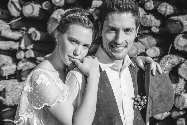 http://weddingwonderland.it/2014/05/matrimonio-rustico-vintage-rosso.html