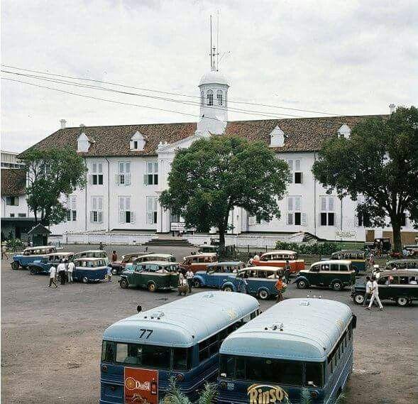 Bis & taxi ,Taman Fatahillah 1971