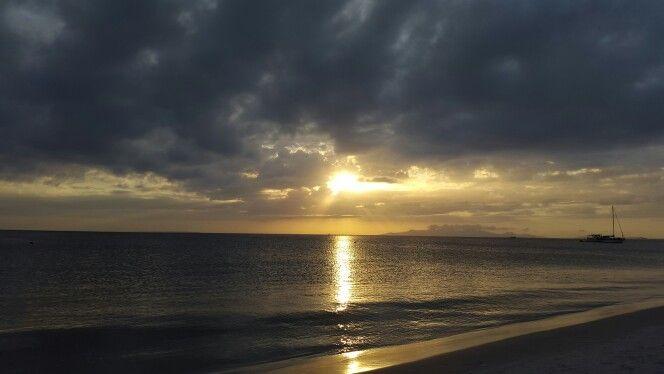 Hermoso atardecer en Isla de coche, Venezuela.  Beautiful sunset in coche's island, Venezuela.