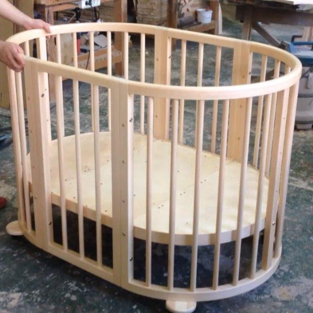 • детская кроватка •  трансформируется в манеж. По мере роста малыша, изменяется высота.  #дерево #липа #столярная_мастерская #изготовим_на_заказ #интересно #красиво #необыкновенно #дизайн #хабаровск #wood #woodwork #design #russia