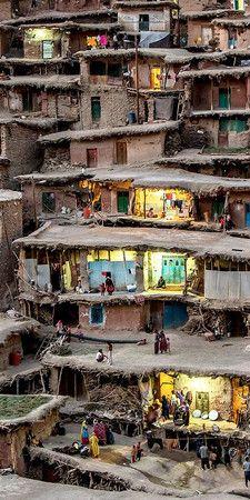 イスファハーンの東200km、イラン南西部ザグロス山脈にある遊牧民の部族の街「Sar Agha Seyyed」 : 遊牧民の部族の街「Sar Agha Seyyed」   Sumally (サマリー)