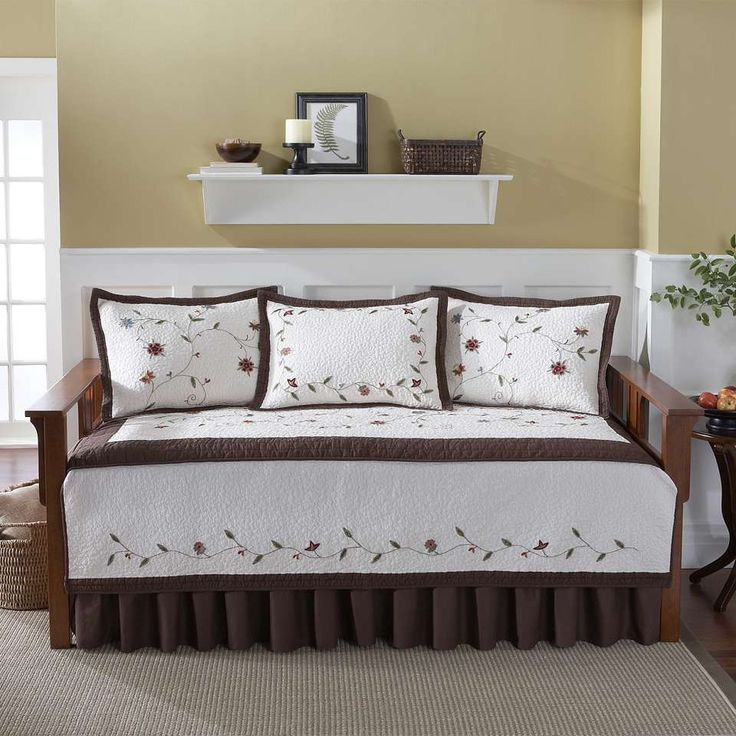 Browse and find out best daybed cover sets for your sun rooms  spare rooms  and even typically small apartments for a better feel with cozy and comfort. Best 25  Cheap daybeds ideas on Pinterest   Cheap bedroom ideas