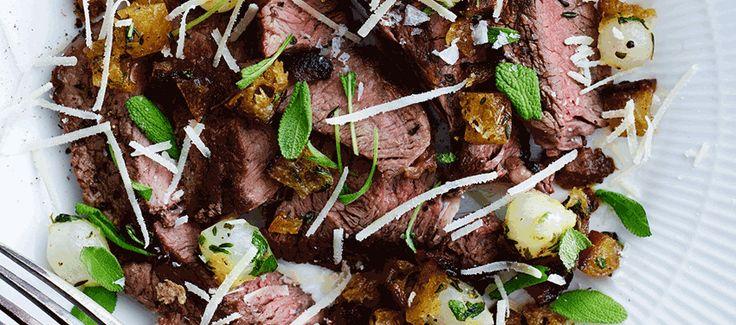 Bøf med selleripuré, brændt urtesmør, parmesan og brødkrummer