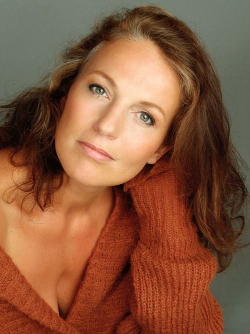 Susan Rigvava Dumas / Singer, Actress, Musical performer