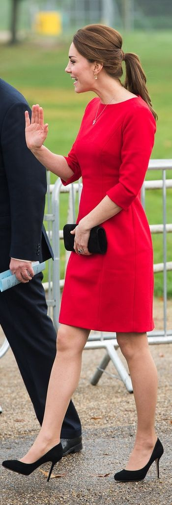 Kate waved to the patrons in her red hot shift dress.