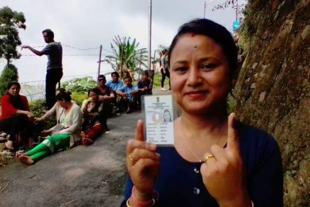 """Mirik Witnesses Highest Voter Turnout   Four municipalities in Darjeeling and Kalimpong districts voted peacefully yesterday prompting Bimal Gurung to take a dig at Mamata Banerjee by contrasting the polling day images from the hills with those from the plains.  The Trinamul Congress leaders from the hills too admitted that free fair and """"real elections"""" were conducted in Darjeeling Kalimpong Kurseong and Mirik.  Gurung the Gorkha Janmukti Morcha president yesterday said: """"Look at the images…"""