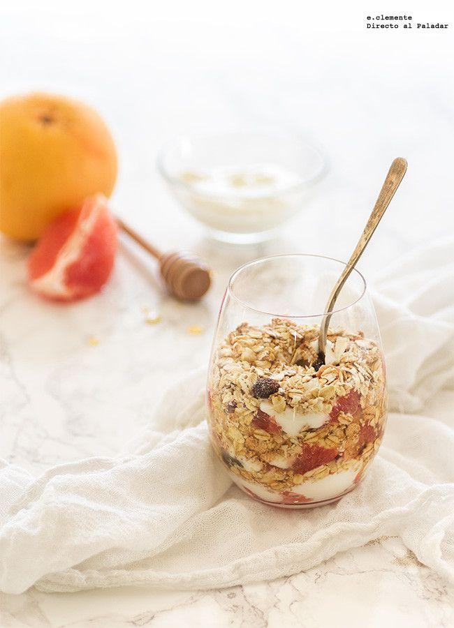 Crujiente con pomelo y yogur en vasito. Receta para un buen desayuno   http://paraadelgazar.ws/crujiente-con-pomelo-y-yogur-receta/