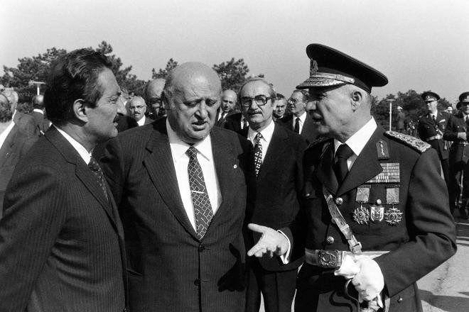 29 Ekim 1980 Üçlü Zirve <br /><br />29 Ekim kutlamaları. Başbakan Süleyman Demirel, CHP Genel Başkanı Bülent Ecevit ve Genelkurmay Başkanı Kenan Evren bir aradalar.