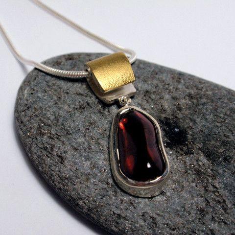 Tumbled Garnet Pendant – Unio Goldsmith