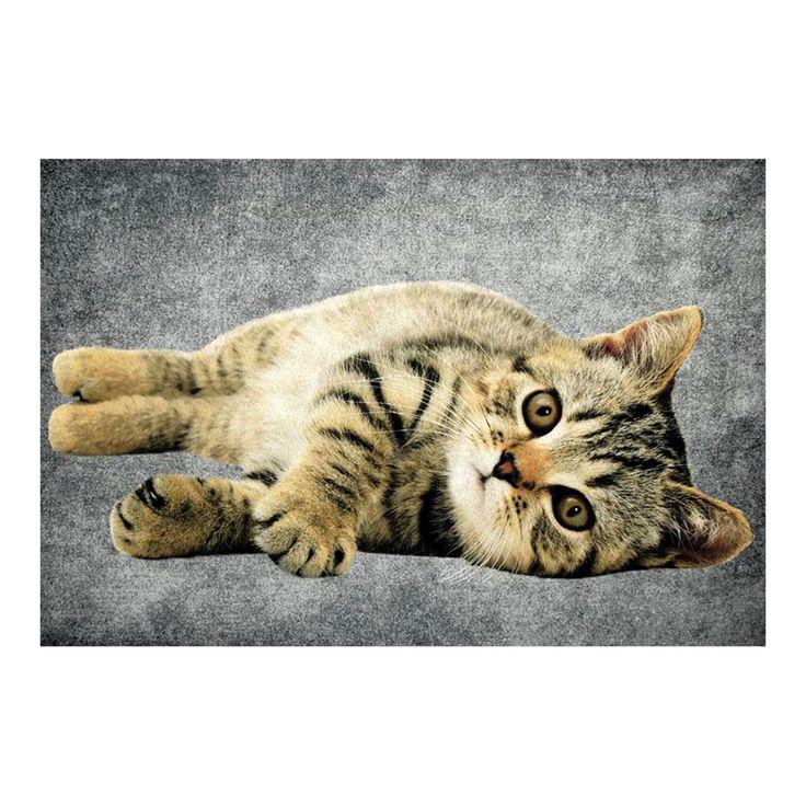 Tappeto GATTINO cm 75x50 Tessuto Retro Semirigido Antiscivolo zerbino animali gatti Un simpatico tappeto in tessuto con fondo antiscivolo semirigido con soggetto un simpatico Gattino.  La superficie è lavabile, il retro è in materiale semirigido antiscivolo, il tappeto è lavabile in acqua.  Dimensioni cm 75x50x1  Materiale Tessuto - Retro Materiale Semirigido Antiscivolo