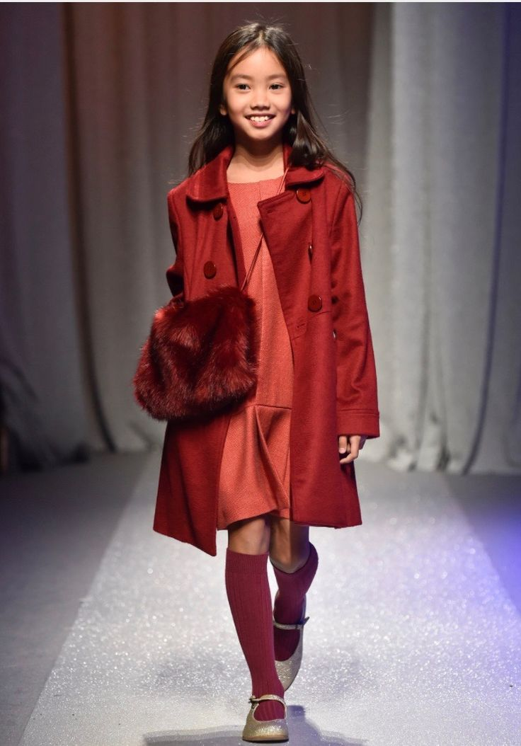 Amelie et Sophie at Pitti Bimbo catwalk showing AW 2018 Collection!