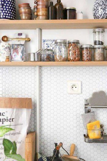 憧れのキッチンタイルDIY♪】貼るだけ簡単な方法とおしゃれな実例集 ... 憧れのキッチンを手軽に実現できそう♪