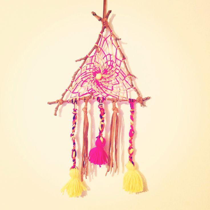 #MyDreamcatcher hecho a mano con ramas secas, lana y gamuza. $5.000