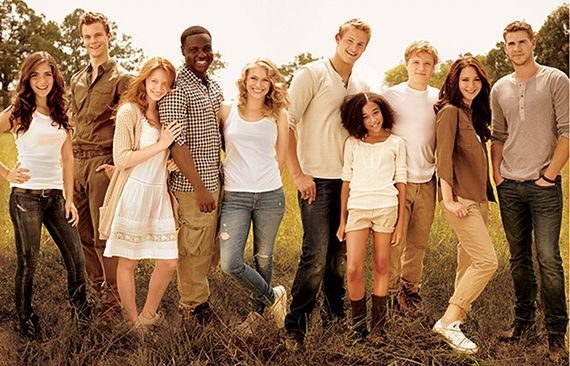 The main characters in Hunger Games Clove, Marvel, Foxface, Thresh, Glimmer, Cato, Rue, Peeta, Katniss, and Gale!