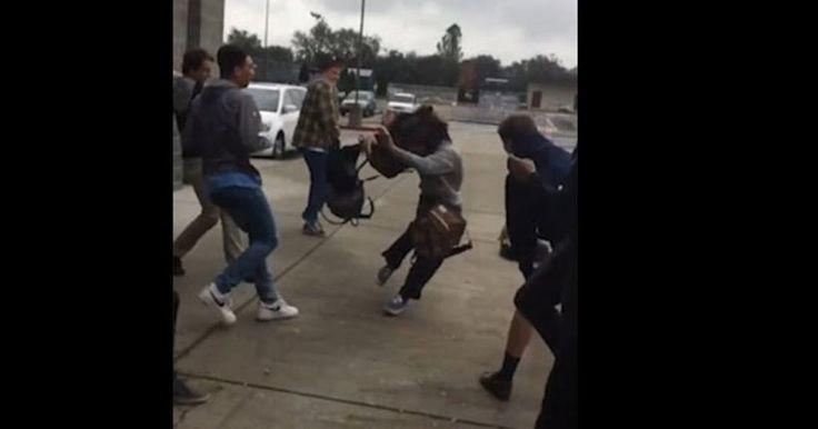 Backpack Challenge η νέα επικίνδυνη τρέλα: Μαθητές γυμανσίου δέχονται «επίθεση» με τσάντες γεμάτες βιβλία