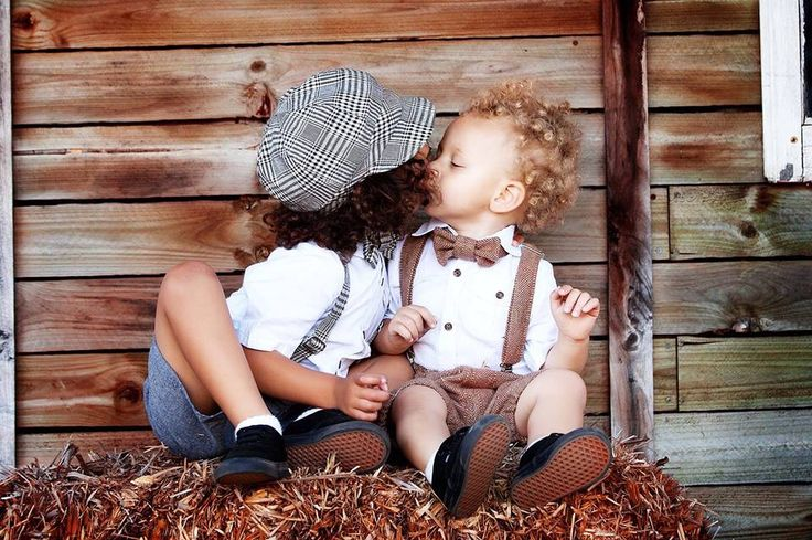 Gorgeous boys wearing our handmade vintage sets, perfect for everyday wear for a bit of old school charm or that special photoshoot coming up.  Newsboy hats, flat caps, bow ties, braces and much more.