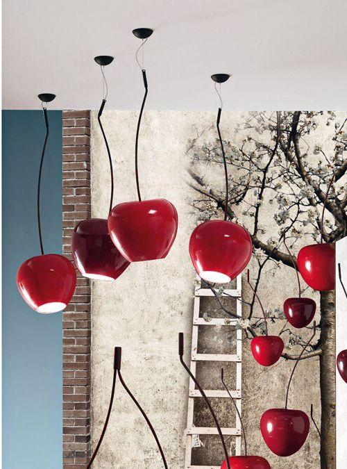 Cherry passion lampada a sospensione Adriani & Rossi, Cherry Lamp Small con supporto in metallo e ciliegia in ceramica. Lampadario a forma di ciliegia    Colori disponibili: Rosso, Bordeaux, Rosso opaco   Lampada a sospensione con supporto in metallo, ciliegia in ceramica.  Misure: H. 149 Ø 26 cm     XXII PREMIO COMPASSO D'ORO ADI 2011   Istituito nel 1954 da un'idea di Gio Ponti, Il Pre