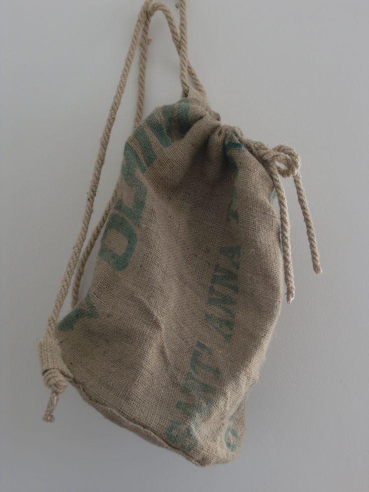 Sacca di juta con doppia bretella in corda - Juta sack with double rope