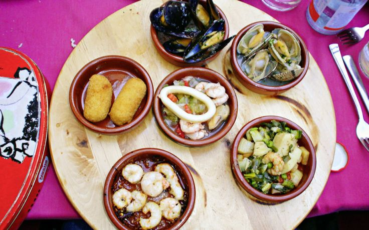 En sommerferie til Mallorca betyder spansk tapas. Hvis du ikke allerede har smagt de hvidløgsstegte rejer, så har du muligheden på Mallorca. Se mere på http://www.apollorejser.dk/rejser/europa/spanien/mallorca