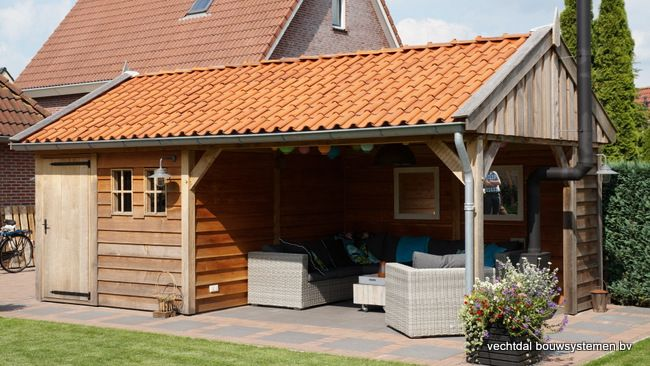 Authentiek houten tuinhuis geplaatst in Markelo.  Vechtdal bouwsystemen BV www.vechtdalbouwsytemen.nl