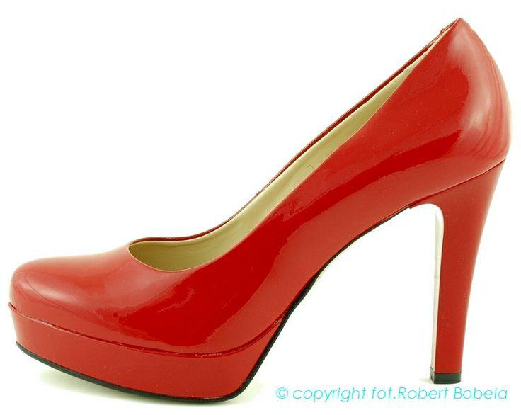 Jak wiadomo w szpilkach noga wygląda fajnie i seksownie. Są kobiety, które noszą szpilki i nie wyobrażają sobie innych butów. Szpilki, obcasy, platformy – wydłużą nogi, dodadzą szyku każdej kreacji oraz sprawią, że poczujesz się pewna siebie oraz seksowną kobietą. Zebra proponuje buty bardzo wygodne i wykonane z wysokiej jakości skór naturalnych. http://zebra-buty.pl/model/3861-czolenka-na-szpilce-zebra-2032-085