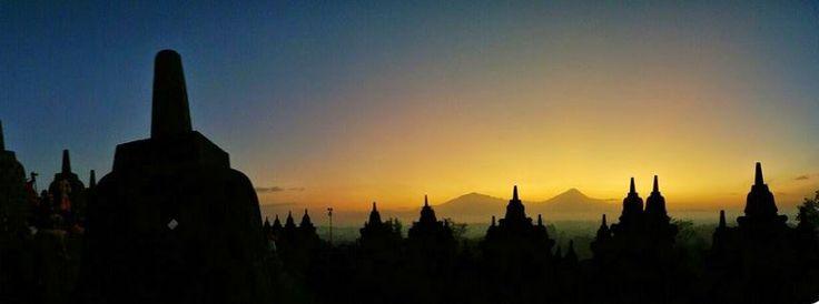 Indahnya Cahaya Matahari Pagi di Candi Borobudur