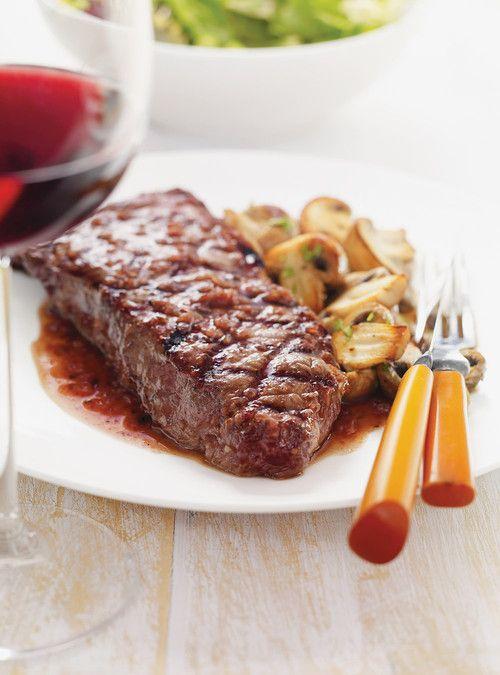 Biftecks, sauce au vin rouge