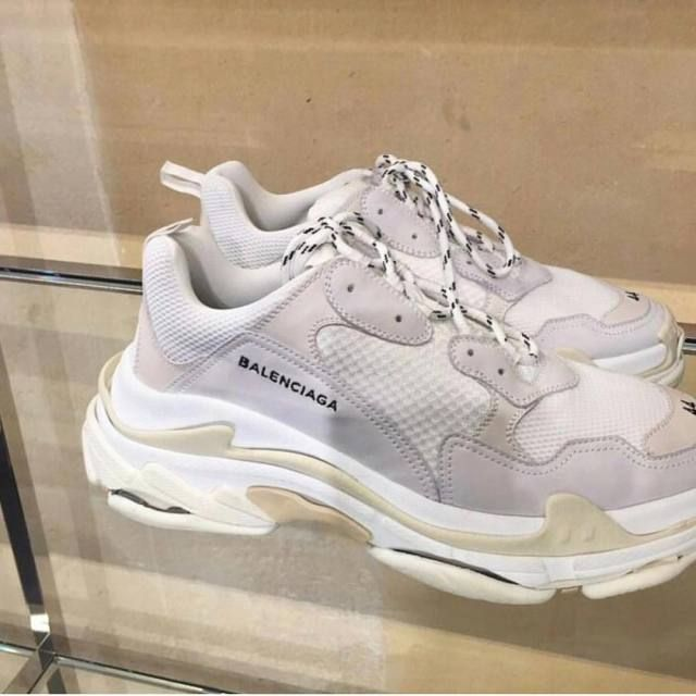 Pinterest: caitliinnlee | Sneakers, Balenciaga shoes, Dad shoes
