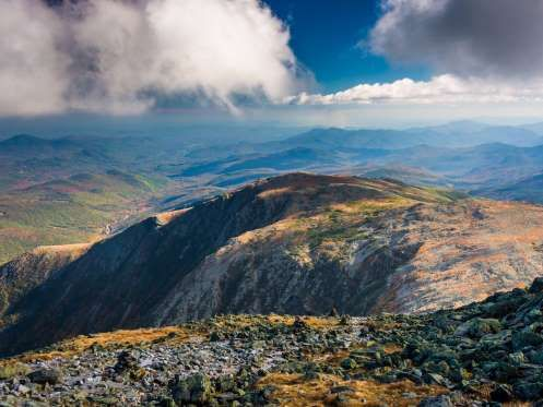 NEW HAMPSHIRE: MOUNT WASHINGTON The highest peak in the Northeast, Mount Washington stretches 6,288 feet into the sky. In fair weather, its summit offers views of Maine, Vermont, Massachusetts, Quebec, and even New York. Source: Mount Washington Observatory