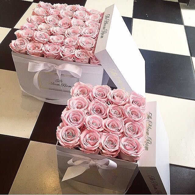 In love with the new square rose boxes from @thebloomroom_x  ... They last up to a year