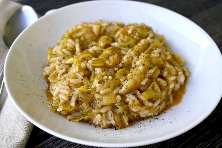 Πρασορυζο-This traditional and popular Greek vegan dish made with leeks and rice known as Prasorizo is rich, creamy and sweet thanks to the caramelized leeks.