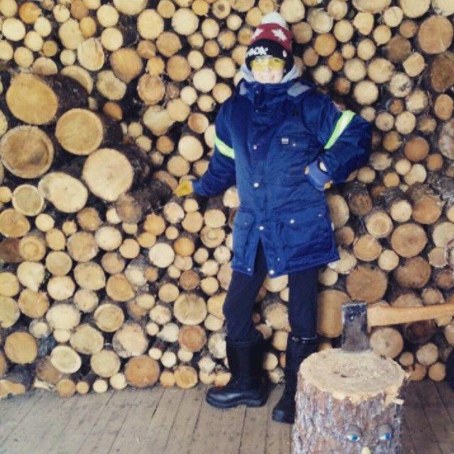 Helped fadder wit da wood today #safetyfirst #sorearms #whatkindavacationisthis? #hellyhansenworkwear
