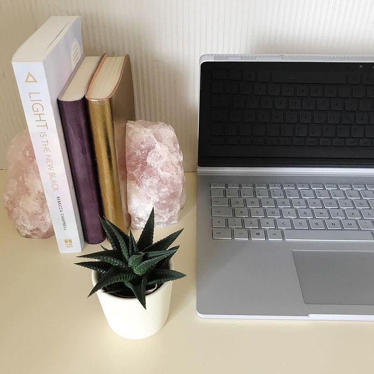 """""""Online Business Tools for Non-Techie Holistic & Wellness Professionals"""" -do you need this guide?!  Life coaches massage therapists yoga instructors personal trainers - are you still struggling to get your head round the tools you need to get started online?   I've revamped the guide for you in the bio @the_vibrant_entrepreneur -a little gift that will take you through the best email provider for you to build your list in which software you can use to take online bookings and payments etc…"""