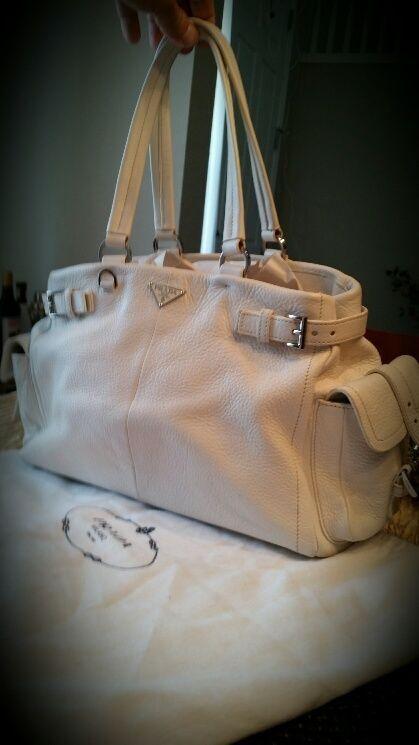 Authentic Prada Vitello Daino S. White Leather Shoulder Handbag.NewArrival.!
