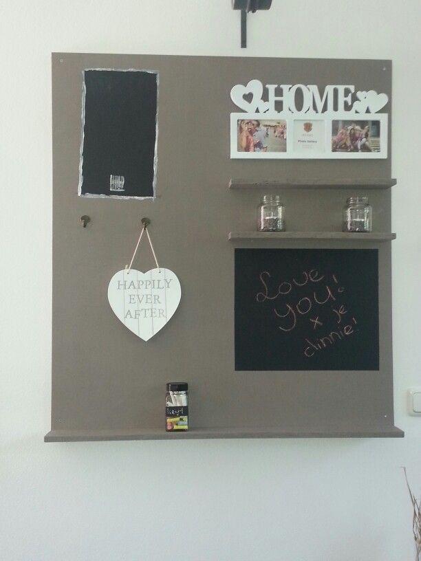 Wandbord in de keuken met memo krijtbord en krijtbordboodschappenlijst