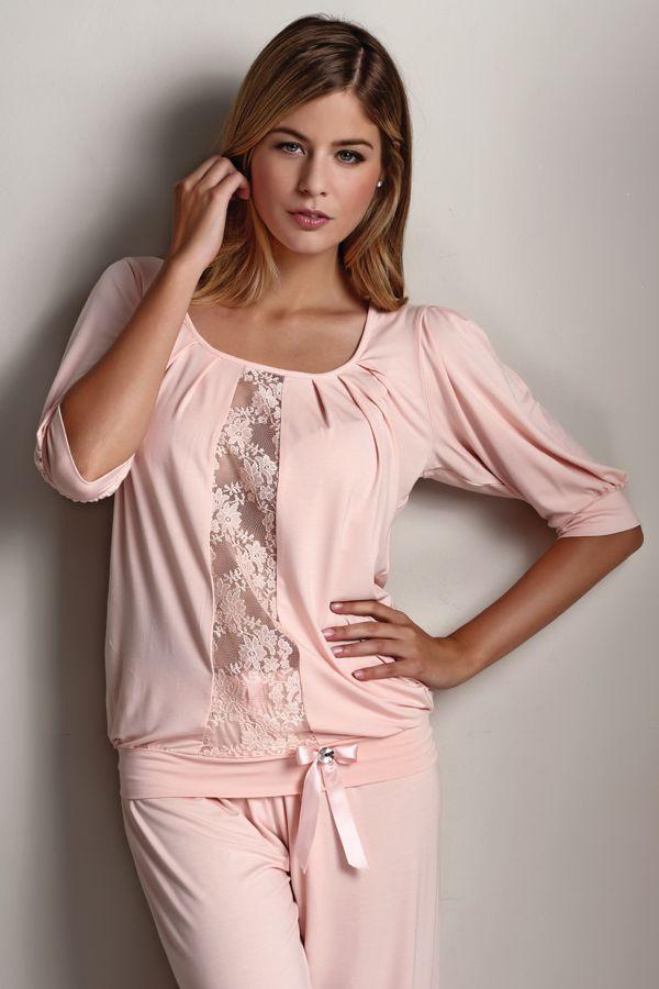 Pyžamo je vyrobené zo 100% bambusového vlákna a preto je vhodné pre ženy s citlivou pokožkou a alergikov. Pyžamo je balené v krásnom darčekovom balení.