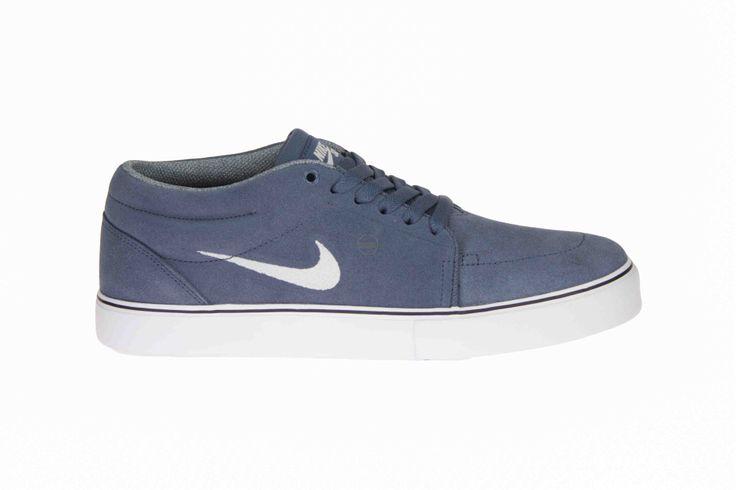 Nike Satire mid sportschoenen in jeansblauw met wit logo. #Nike #Herenschoenen #Zomer2014 #SchoenenCaramel