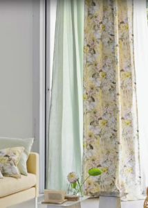 designers-guild-collectie-behang-kussens-gordijnen-transparant-bloemen-flora-fauna-plaids-kleurrijk-kleur-op-kleur-interieur-2017-500x700-27