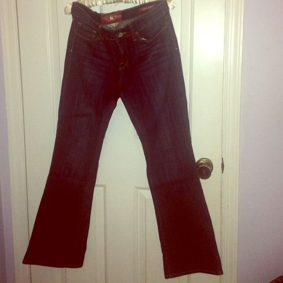 LOW PRICEBoot Cut Denim This denim is Lucky Brand's Sofia Boot. So it sits higher up on the waist and nice boot flair. Please note, this was purchased at a Lucky Brand OUTLET store so quality of fit will not be exactly like regular Sofia boot cut in the retail store. Lucky Brand Jeans