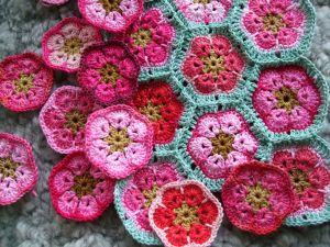 Virkkaus, virkattu afrikkalainen kukka //Crocheting African Flowers (tutorial)