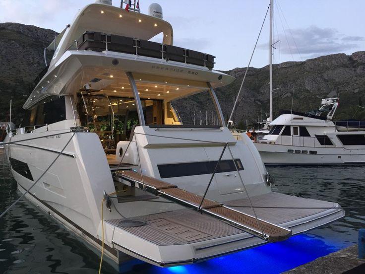 Prestige 680 - Kat Marina - stern