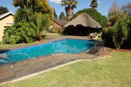 Price: R1,850,000  Bedrooms: 3  Bathrooms: 2  Views: Residential  mls: BS20Gal262  Area: Brakpan Accommodation sq_m: 400  Garage Size sq_m: 40  Plot Size: 1998   Description: Large family home in well sort after area. Modern, sunny home with adjoining flat ideal for teenagers or parents. Huge erf with lapa and sparkling pool allows for private entertaining. Lots of parking.
