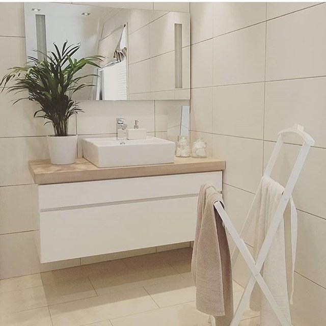 Ahhhhhh what a bathroom @fru.gch #kvik #manobykvik #bathroom #badeværelse #bath #vanityset #danishdesign #sinkontop #ceramic #souloasis #interior #inspiration #timeforabath