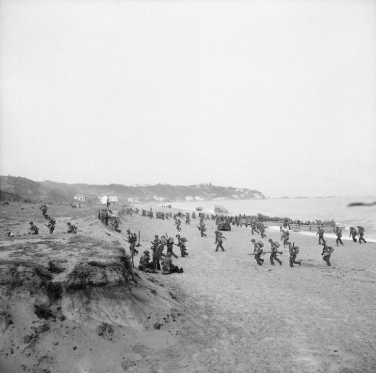 American troops land on the beaches at Surcouf, twenty miles east of Algiers. Operation Torch signalled the American entry into the Mediterranean War.